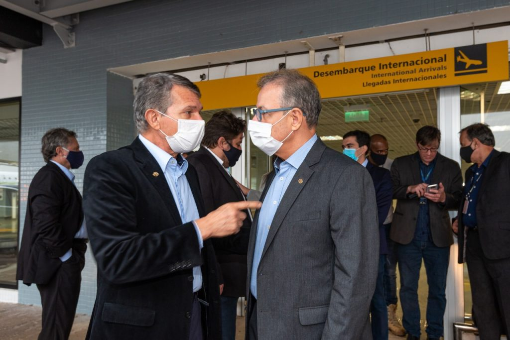 General Silva e Luna acompanhou a visita do ministro às obras do aeroporto. Foto: Rubens Fraulini