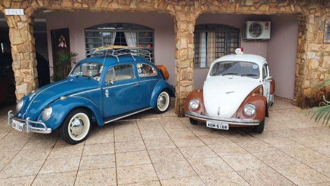 Garagem de Garcia tem outro Fusca, de cor azul, da esposa. Foto: arquivo pessoal.